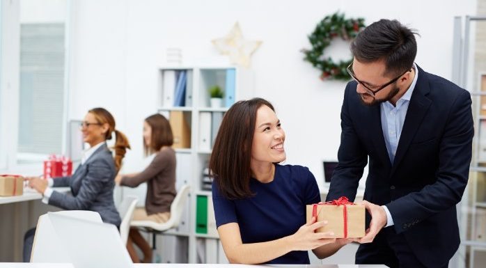HOW CORPORATE GIFTS INSPIRE PEOPLE TO GIVE THEIR BEST EFFORT IN COMPANY SUCCESS