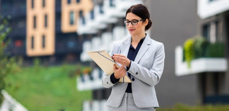 What Is A Real Estate Broker And How They Can Help You?